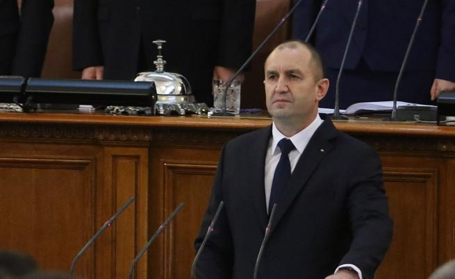 Румен Радев встъпва в длъжност като президент
