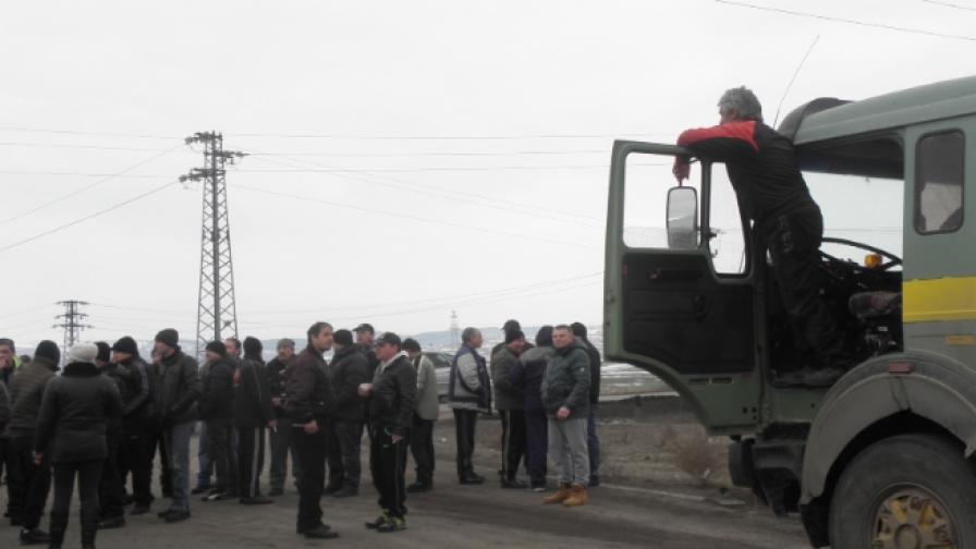 След 6 часа миньорите в Бобов дол спряха протеста