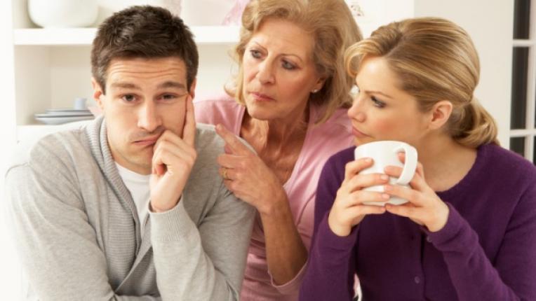 свекърва сложни отношения семейство влияние съпруг заемане на страна