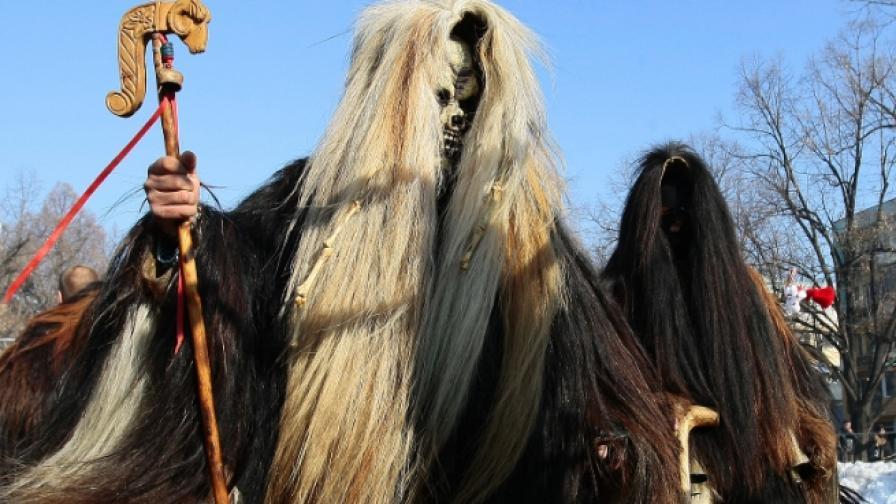 """""""Сурва"""" за 26-ти път събира хиляди хора в Перник"""