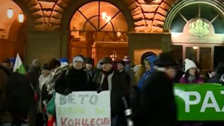 Еколози, фермери и чистачки протестират в София