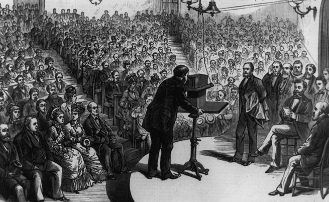 Бел демонстрира изобретението си пред публика през 1877 г.