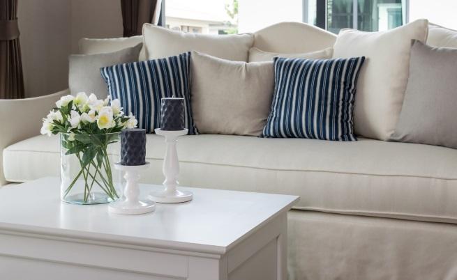 Рядко почистване под масивните мебели.<br /> Редовно ли почиствате дома си? Похвално е, ако това е така, но, ако не местите мебелите, целият ефект на почистването се свежда до нищо. Опитайте по някакъв начин да погледнете зад рамката на леглото или да проверите мястото зад шкафа. Едва ли гледката ще ви изненада приятно.