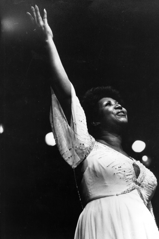 """Арета Франклин (1942-2018). Кралицата на соул музиката или """"LadySoul"""" Арета Франклин почина през тази година. Тя се занимава с музика още от дете, като пее в църковния хор на баща си, който е пастор. На 18-годишна възраст решава да пробие в комерсиалната музика и го прави с огромен успех."""