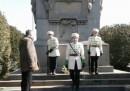 Деца на почетен караул пред паметника на Левски