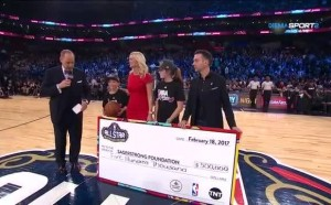В НБА отдадоха почит на легендарен репортер