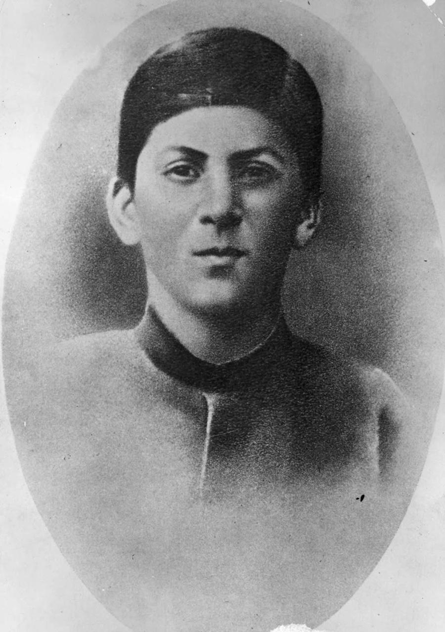 Иосеб Джугашвил (Йосиф Сталин) на 15-годишна възраст.