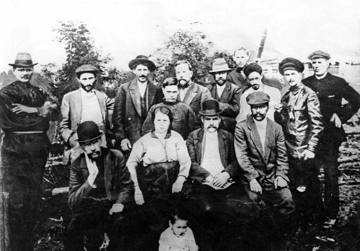 Сталин с група болшевишки революционери.