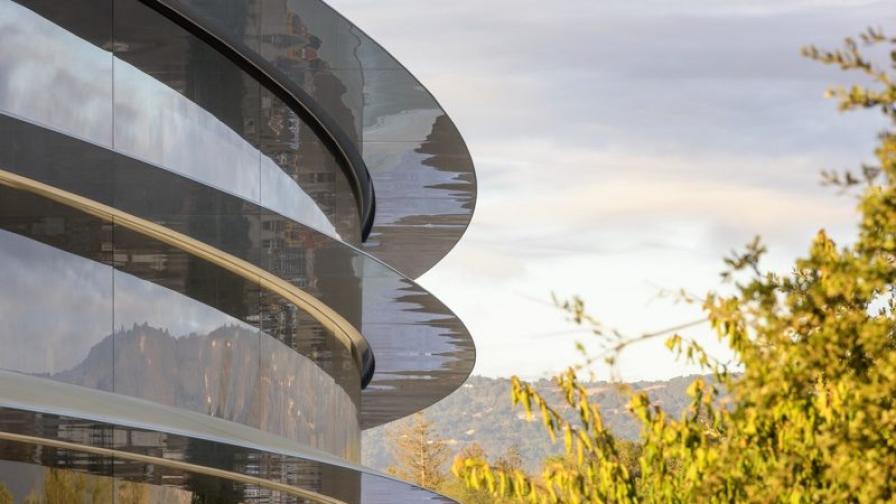 Видео разходка над огромната нова централа на Apple