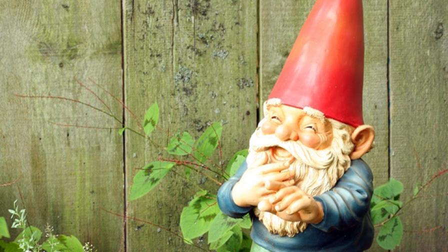 Как започва мистериозният живот на градинските джуджета