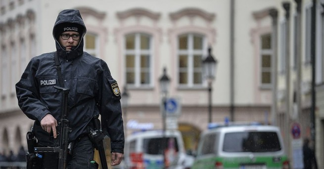 Разкрихабанда в Германия,вкарвала незаконно в странатамигранти със студентски визи. Германската