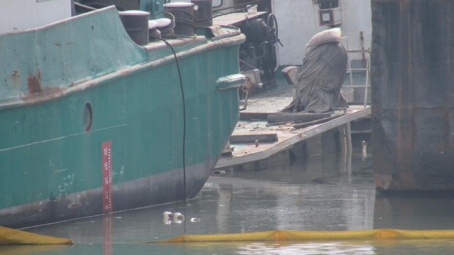 Кораб потъна наполовина в р. Дунав