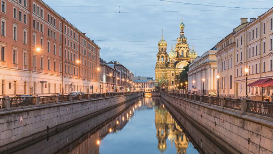 Колко струва в руския град на белите нощи (снимки и видео)