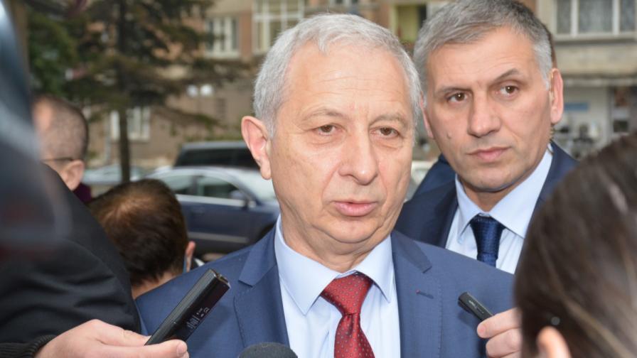 Герджиков за оставката: Търсили са цаката на Петров