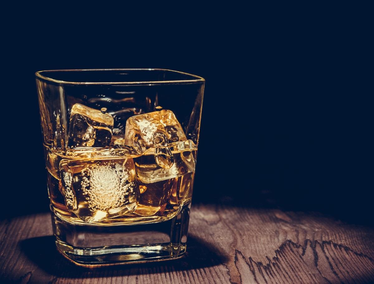 <div>Консумация на алкохол - вСеверна Корея има категорична забрана за консумиране на алкохолни напитки. Изключение се прави само за празници. През 2013 г. бивш офицер бе разстрелян, защото е хванат да пие по време на 100-дневния траур за Ким Чен Ир.</div>