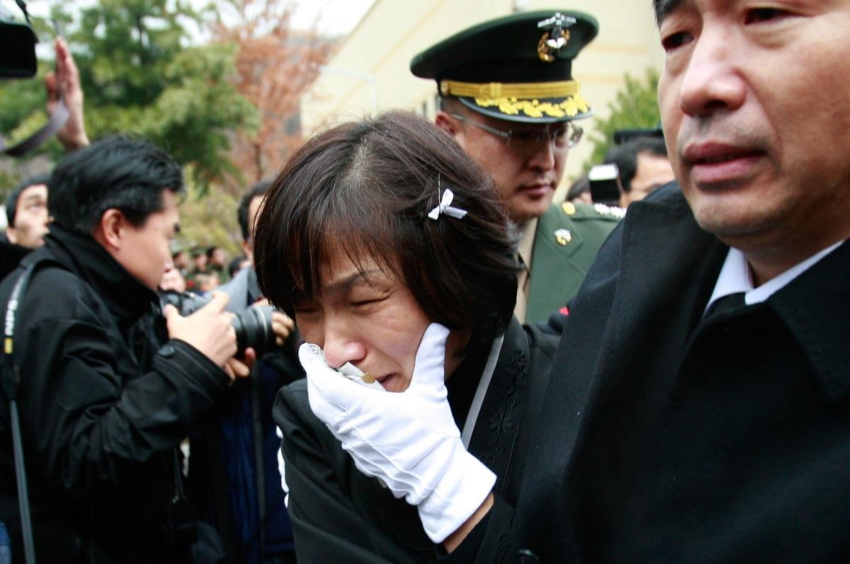 Скръбта по близки или роднини - да скърбиш за роднина или близък е забранено. През 2013 г. Ким Чен Ун екзекутира чичо си заради опит за държавен преврат. След убийството неговата жена направи коментар и изчезна безследно.