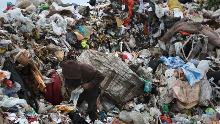 113 души загинаха след като бяха затрупани от лавина от боклуци в Етиопия