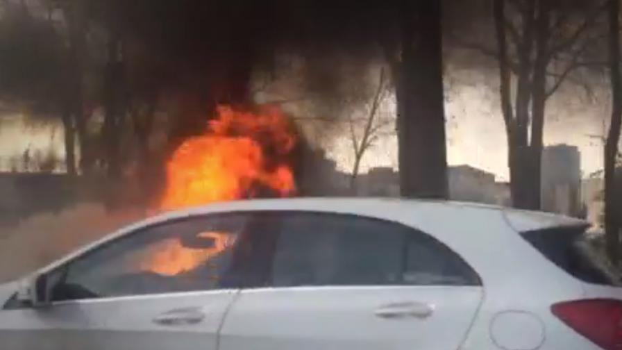 """Запалиха четири коли на булевард """"България"""""""