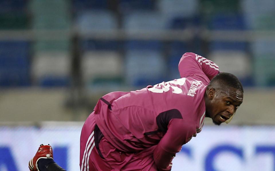 Вратар наниза два гола, за да спаси отбора си