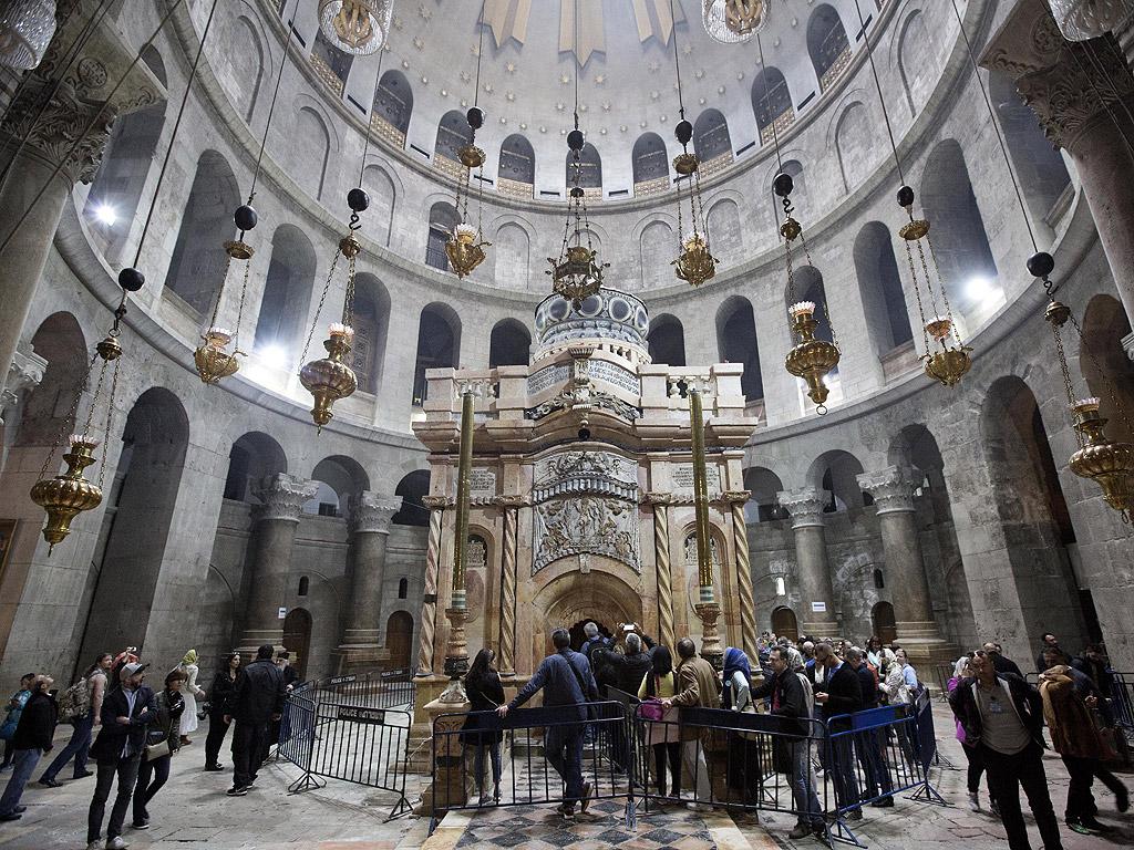 Реставрацията на параклиса над Божи гроб в Йерусалим приключи и той ще бъде официално открит утре в присъствието на вселенския патриарх Вартоломей и на йерусалимския патриарх Теофил.