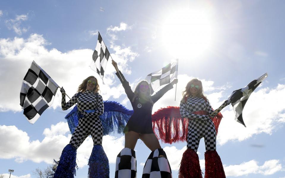 три пищни дами очакват старта на Гран При - Австралия във Формула 1