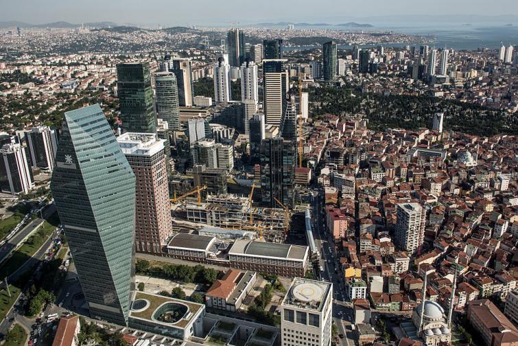 Индустрията на Турция се развива с бързи темпове. Компании като BEKO и Vestel са сред най-големите производители на бяла и черна техника в Европа. Автомобилостроенето също е добре развито. Много световни марки имат заводи в страната - Toyota, Ford, Honda, Opel, Hyundai, Mercedes-Benz, MAN AG и др. ...