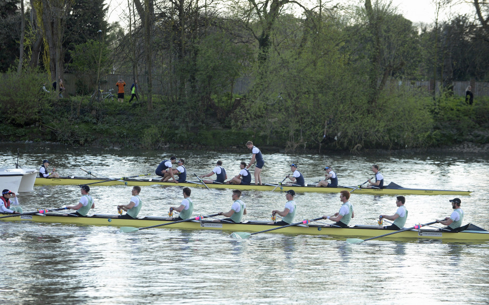Оксфорд спечели състезанието по река Темза