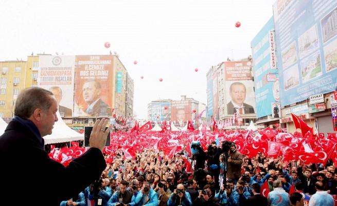 Първи последици от референдума в Турция и още...