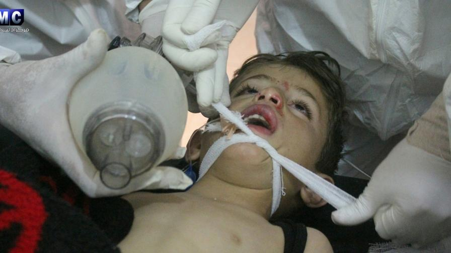 Химическа атака уби десетки в Сирия