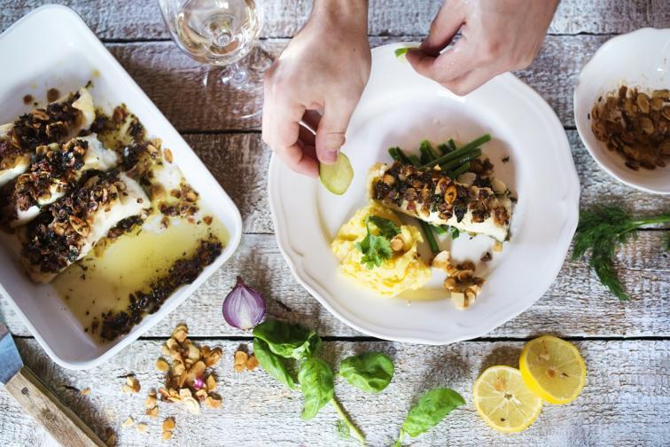 3. За трапезата на Цветница се приготвят постни ястия, като яхния със сухи чушки и маслини, салата от фасул и картофи, кадаиф. На този ден, който е през периода на постите, се разрешава риба.