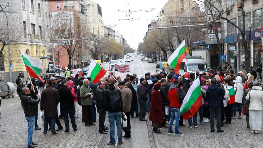 Цената на парното скача, протест пред КЕВР