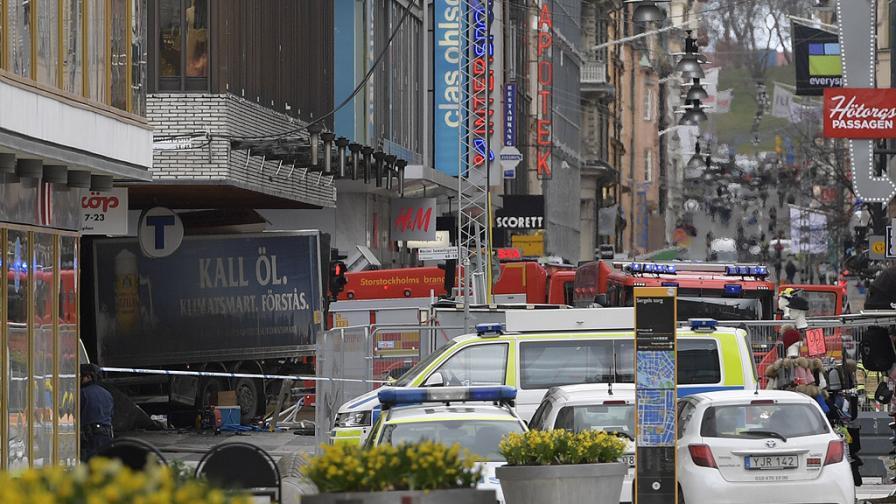 Камион се вряза в пешеходци в Стокхолм, има убити