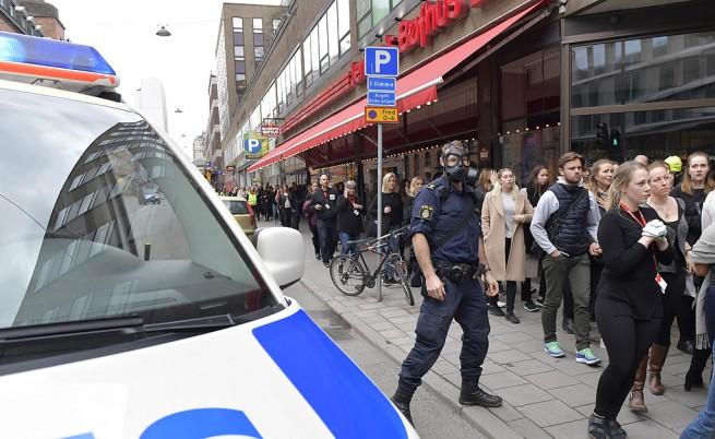 Камион се вряза в пешеходци в Стокхолм, 3-ма убити