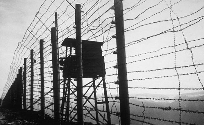 ограда на концентрационен лагер