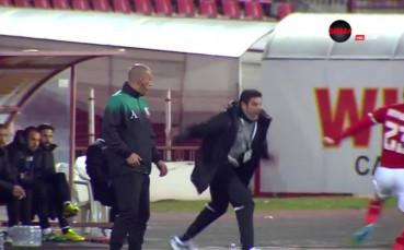 Гонзо опита да уплаши с осанката си играч на ЦСКА