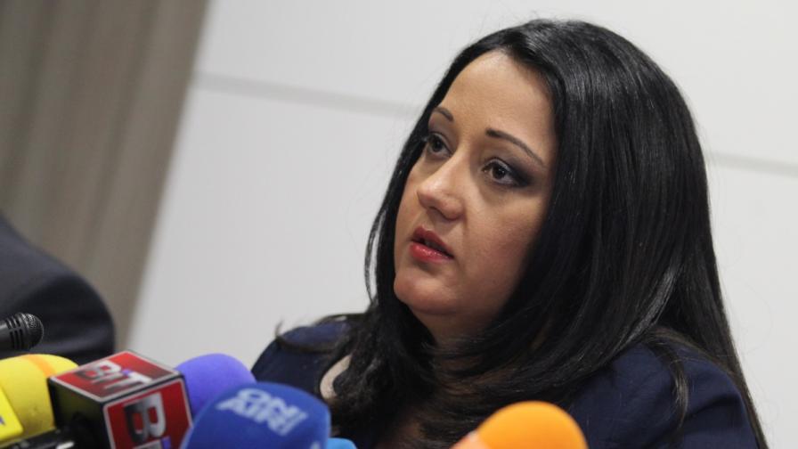 Лиляна Павлова: Радев да укроти служебния кабинет