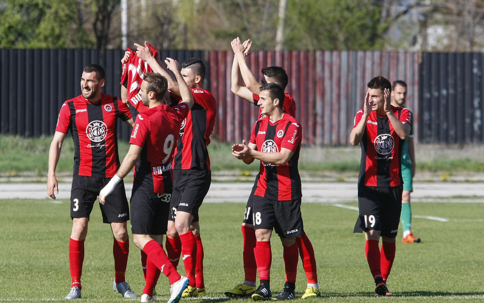 Локомотив София се справи с новак в Трета лига
