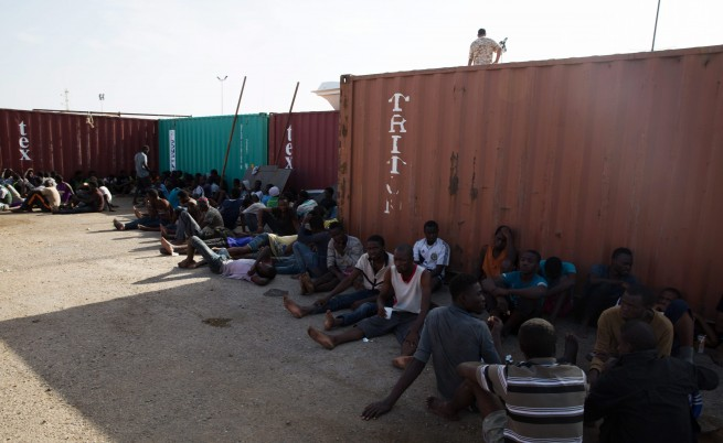 Стотици африкански мигранти стават стока на робски пазари