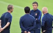 Луис Енрике окуражава Барселона, Меси не тренира