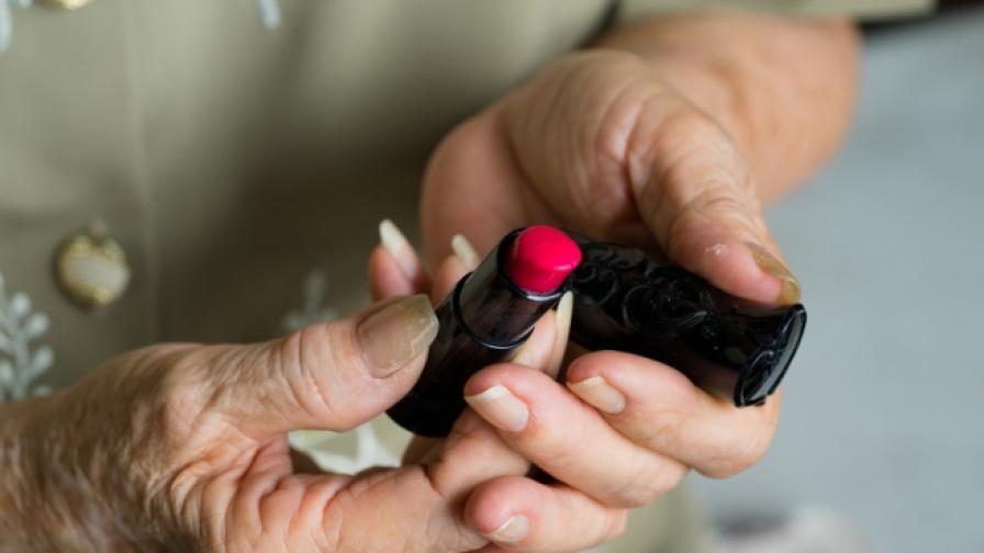 Ветеранът от войната, който се превърна в жена на 90 г.