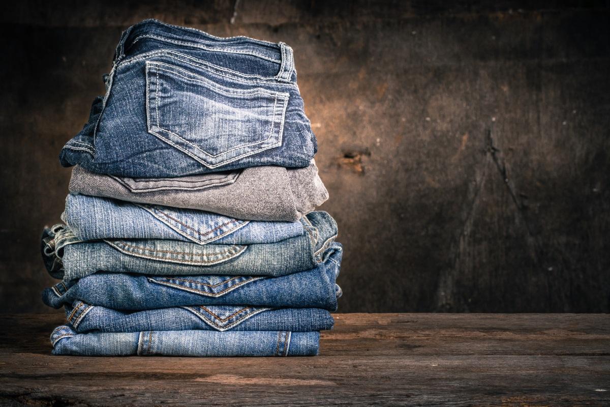 3. Повече от два - три чифта дънки. Разбира се, количеството дрехи, което ще вземете, зависи от това колко дни ще продължи ваканцията ви, но не прекалявайте с това. Два или три чифта дънки биха били достатъчни.