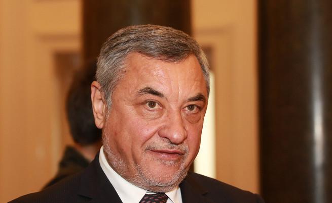 Работил ли е при конфликт на интереси Валери Симеонов и още...