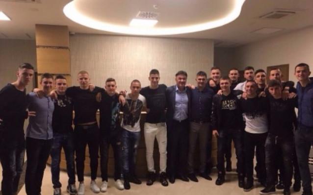 Боби Михайлов и юношеските национали до 19 г.<strong> източник: bfunion.bg</strong>