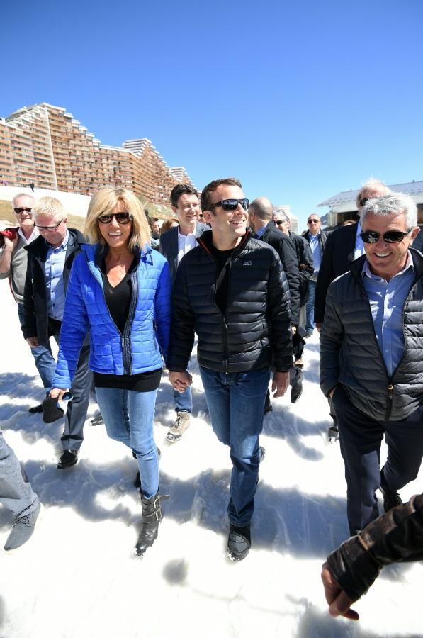 Емануел Макрон и Брижит Троньо на разходка в алпийски курорт, април 2017