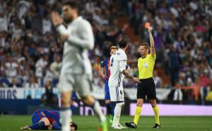Фенове отсъдиха: Трябваше да има още два червени картона за Реал