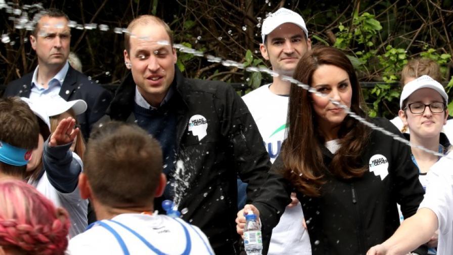 Заляха с вода принц Уилям и съпругата му Кейт