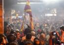 Хаос в Скопие, отново скандал на борда на самолет и още...