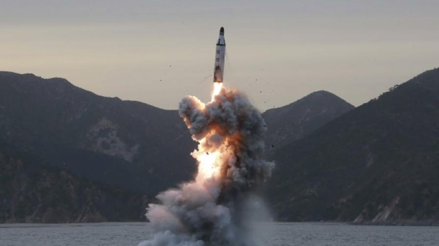 КНДР изстреля ракета, метрото в Токио спря