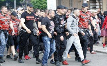 Шествието на феновете на ЦСКА в снимки