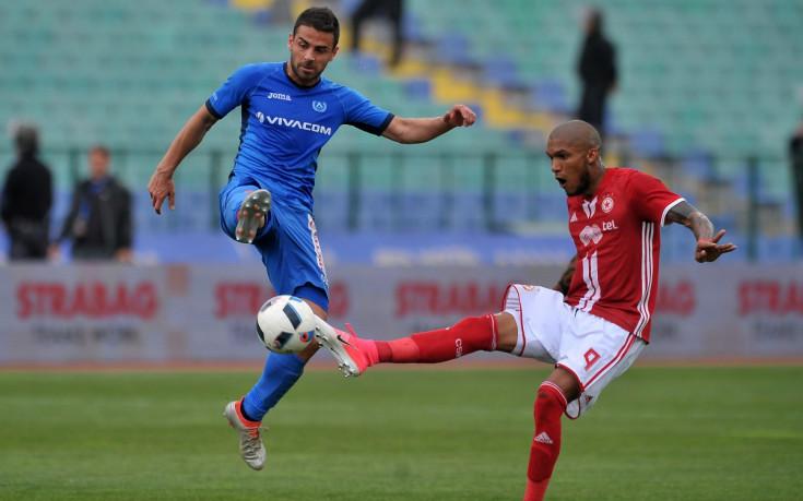 ЦСКА надупчи с три карфици синия балон
